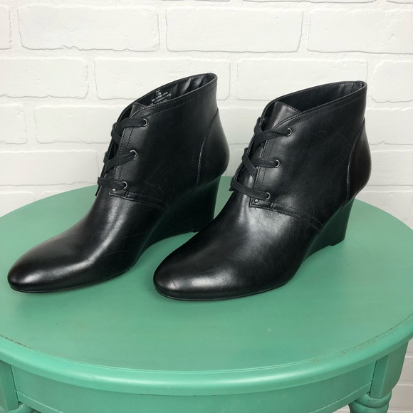 626cbc6d8a48 NWT Ralph Lauren Tamia Leather Booties Size 7.5. M 5bc26e54aaa5b81383d1e0a6
